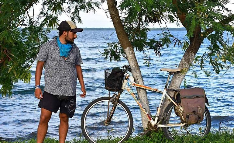 Uruguayo pide le devuelvan bicicleta robada para continuar travesía por América